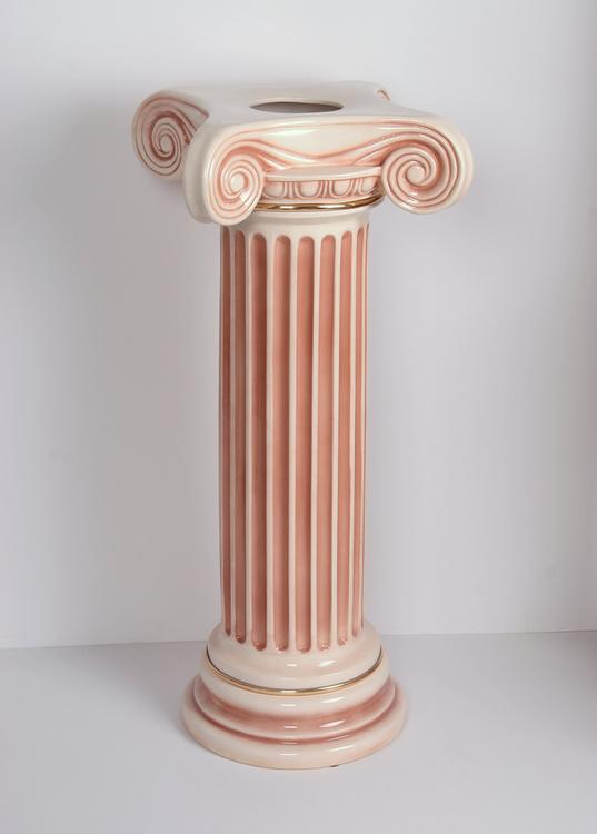 Колонна «Акрополь»